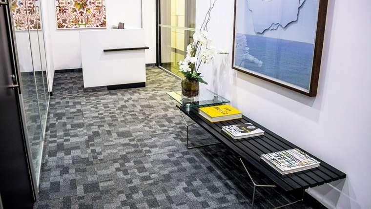 Carpete no escritório: ter ou não ter?
