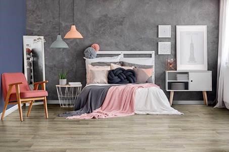 cama e piso vinilico beje