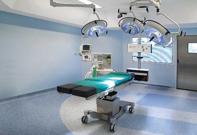 sala de cirurgia com piso vinilico azul e cinza
