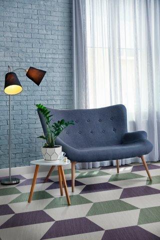 cadeira azul e piso vinilico geometrico