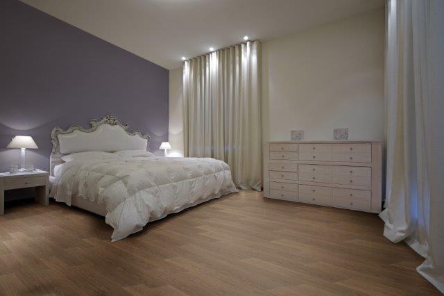 quarto com piso vinilico marrom