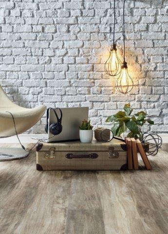 living-piso-vinilico-amadeirado-medio