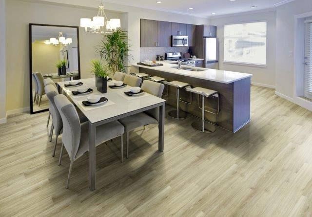 sala de jantar moderna com piso vinilico amadeirado claro