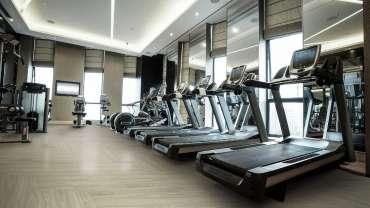 Pisos para academias: conheça as vantagens do piso vinílico