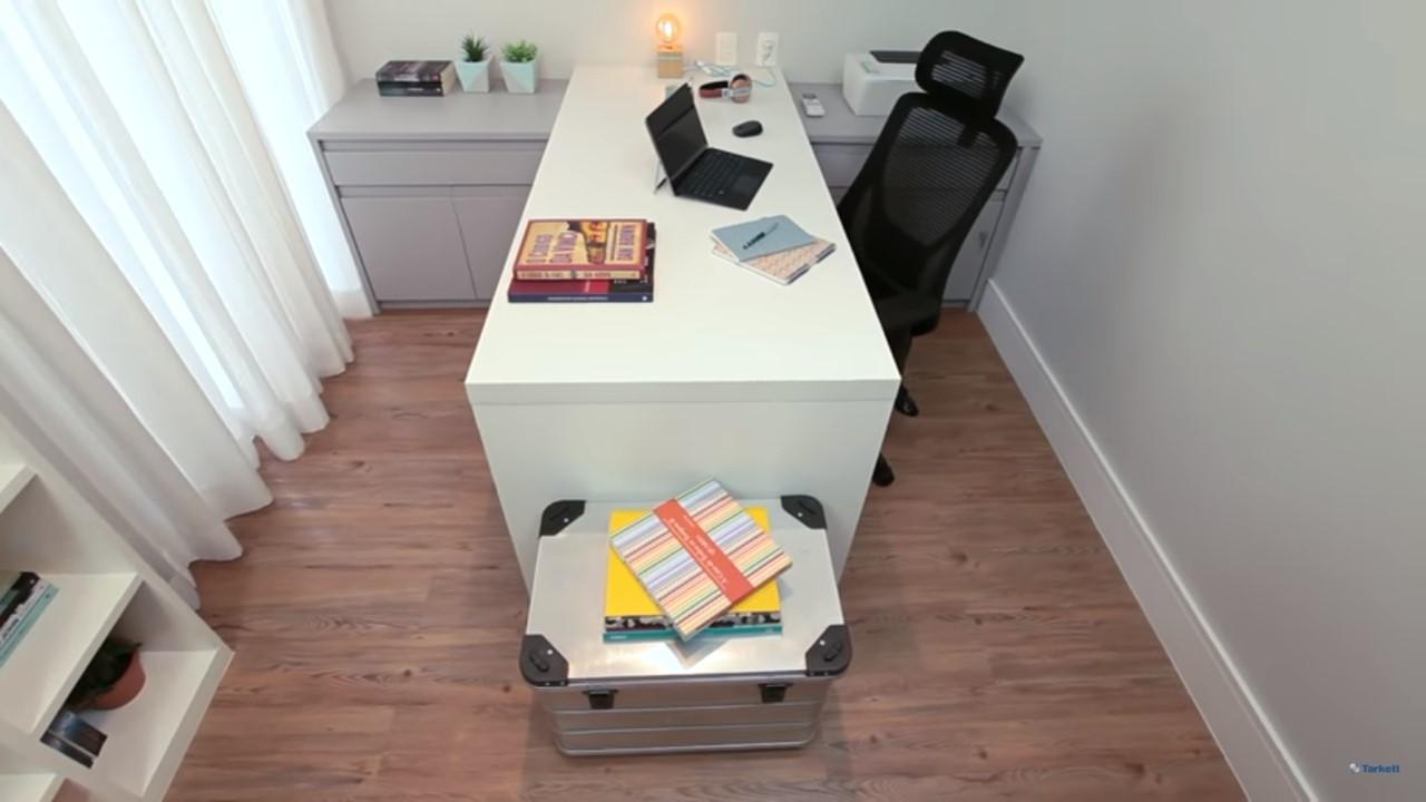 dicas-decorar-home-office-bancada-de-trabalho-vinílico-amadeirado-2