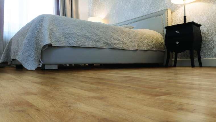 Por que o piso vinílico é resistente e funcional?